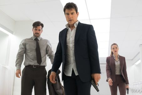 mission-impossible-fallout-bathroom_1532613716903.jpg
